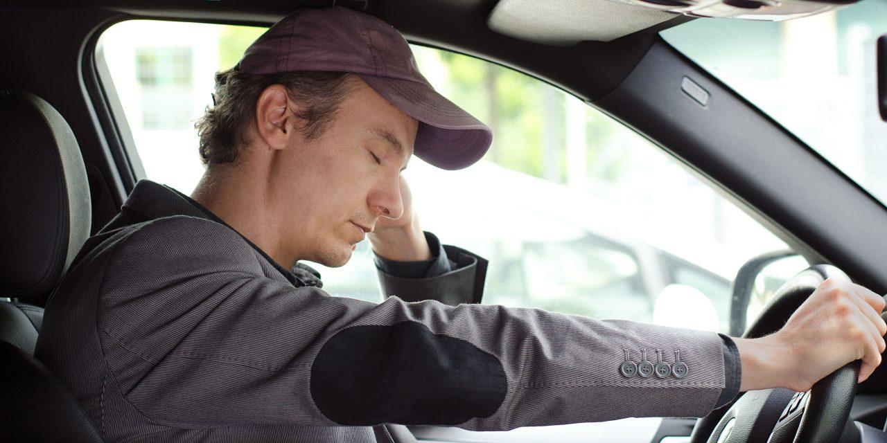 A kisautósok is érintettek a 45 órás pihenőidő gépjárműben való töltésének tilalmában