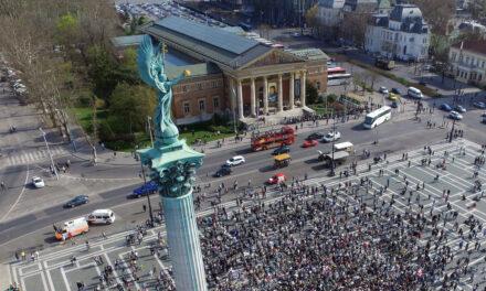 A Hősök terére érkező városnéző autóbuszok közlekedését érintő tapasztalatokról és a szükséges intézkedésekről egyeztettünk a Budapesti Rendőr-főkapitánysággal.