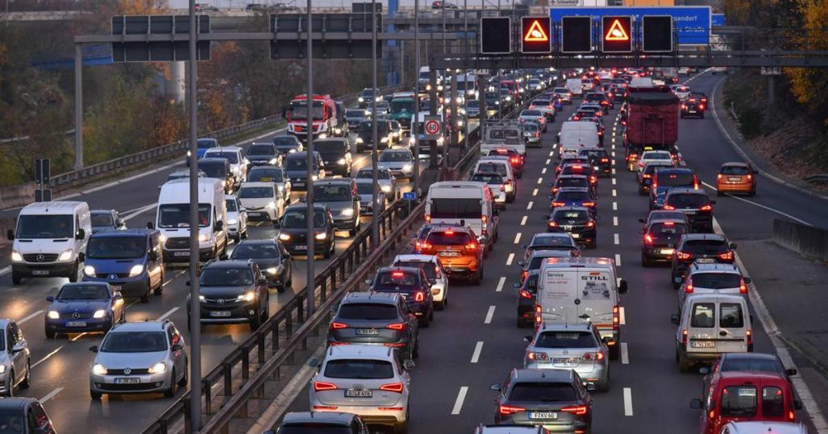 Brüsszel kitiltja a régióból a fosszilis üzemanyaggal működő autókat